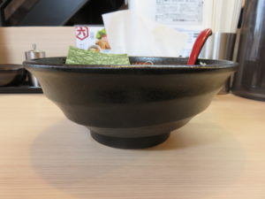 特濃とりとんかつおらーめん(中)@麺屋きころく 練馬氷川台店:ビジュアル:サイド