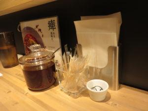 汁なし担担麺 すごくシビれる@175°DENO担担麺 本郷三丁目店:卓上