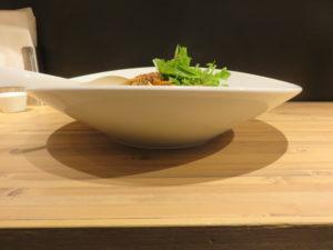汁なし担担麺 すごくシビれる@175°DENO担担麺 本郷三丁目店:ビジュアル:サイド