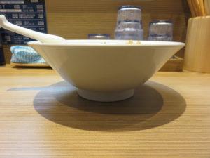 中華そば(白)皮ワンタン入り(手もみ麺):ビジュアル:サイド