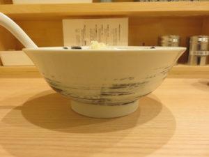 ミルク味噌ラーメン@煮干し中華そば にいぼし:ビジュアル:サイド