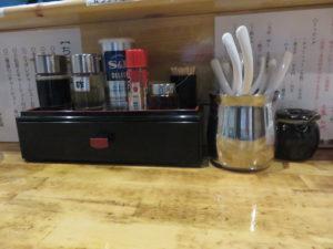醤油ラーメン@らーめん処 麺てつ:卓上