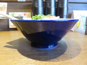 煮干らーめん@さかなとブタで幸なった。:ビジュアル:サイド