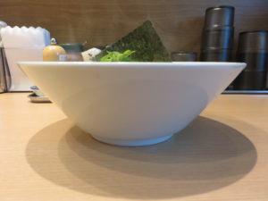 らぁ麺(並)@麺屋 庄太 赤坂店:ビジュアル:サイド