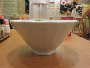 コク濃しら川ラーメン@水炊き鍋 鶏白湯しら川 秋葉原店:ビジュアル:サイド