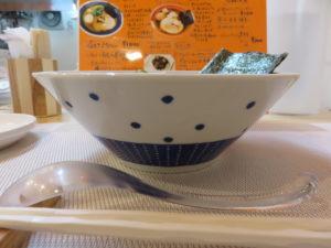 あっさり塩らぁ麺@らぁ麺 桃の屋:ビジュアル:サイド