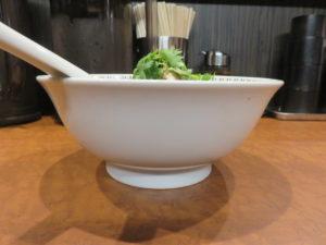 スパイス・パクチーラー麺@スパイス・ラー麺 卍力 秋葉原店:ビジュアル:サイド
