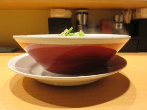 ブラック中華そば@塩つけ麺 灯花:ビジュアル:サイド