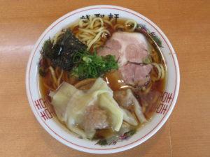 醤油ワンタン麺 並@龍聖軒:ビジュアル:トップ