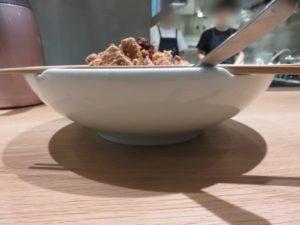 汁なし拝骨担々麺@揉合麺荘:ビジュアル:サイド
