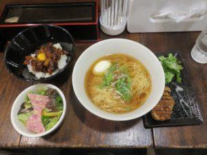 パーコー湯麺(白い味玉)@広東麺 チャーリー:ビジュアル:全容