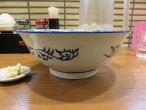にぼし醤油ラーメン@二代目 にぼ助 池袋店:ビジュアル:サイド