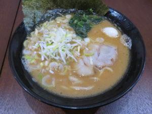 醤油ラーメン 並(太麺・ヤクミ増し):ビジュアル