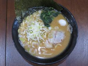 醤油ラーメン 並(太麺・ヤクミ増し):ビジュアル:トップ