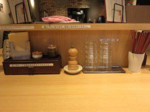 ワンタン鶏中華そば(塩・細麺・並盛)@中華そば 龍の製麺所:卓上