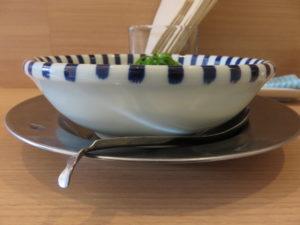 濃厚鯛塩ラーメン@ねいろ屋 豊洲店:ビジュアル:サイド