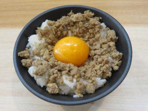鴨だし醤油ラーメン@麺堂にしき:月見鴨そぼろ丼