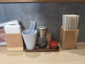 白トリュフオイル香る鶏白湯麺@らーめん MAIKAGURA:卓上
