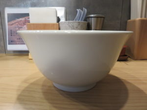 白トリュフオイル香る鶏白湯麺@らーめん MAIKAGURA:ビジュアル:サイド