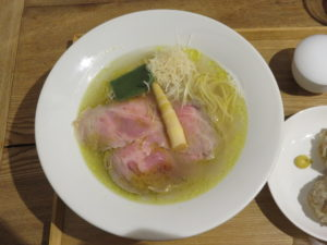 白醤油らーめん@清湯豚骨白醤油拉麺 LABO麺:ビジュアル:トップ