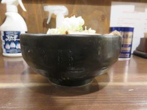 辛味噌ラーメン(太麺)@味噌専門店 彩雲:ビジュアル:サイド