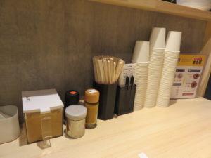 C麺 味噌(並・細麺・チャーシュー 並)@かけラーメン まさ屋 渋谷店:卓上