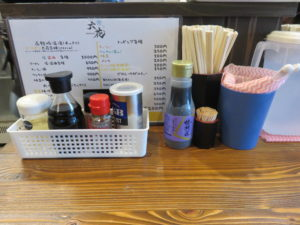 塩ワンタン麺@六花 -Rokka-:卓上