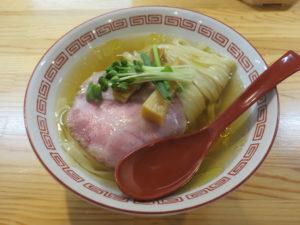 (竹)中華そば(白醤油・平打ち麺)@自家製麺 くろ松:ビジュアル