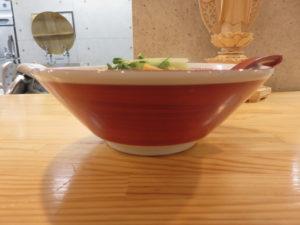 (竹)中華そば(白醤油・平打ち麺)@自家製麺 くろ松:ビジュアル:サイド