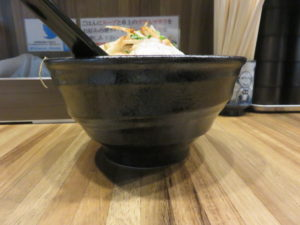 辛焦がし味噌たん麺(大辛)@辛焦がし味噌たん麺 一向:ビジュアル:サイド