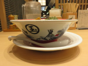 手打式旨味醤油そば@らーめん玉 田町店:ビジュアル:サイド
