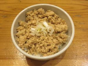 醤油らーめん@麺屋 鈴春:鶏挽肉丼
