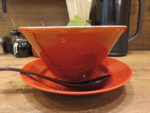 鶏豚骨白(細麺)@鶏・豚骨らーめん 水沢:ビジュアル:サイド