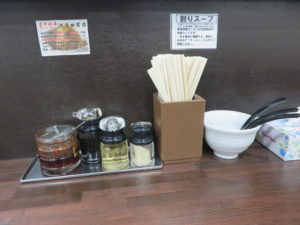 赤玉味噌ラーメン(中)@東京味噌ラーメン 江古田商店:卓上