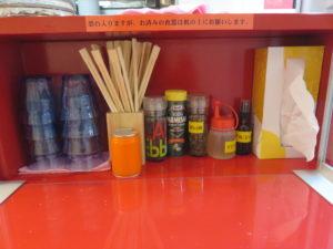 中華そば(並)@Noodles Kitchen GUNNERS 大門浜松町店:卓上