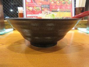 大辛にんにくトマトラーメン(5辛)@大辛にんにくラーメン 赤い虎:ビジュアル:サイド