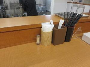 醤油ワンタンメン(黒)@らーめん はやし(上尾駅)卓上