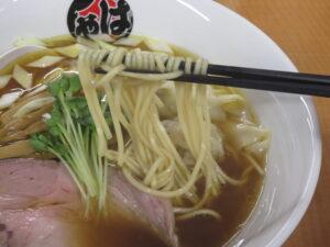 醤油ワンタンメン(黒)@らーめん はやし(上尾駅)麺