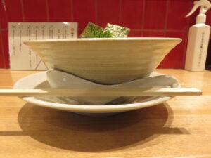 塩らぁ麺@麺屋YAMATO(三鷹台駅)ビジュアル:サイド