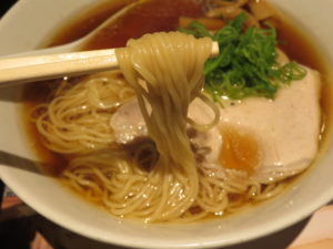 しょうゆらぁ麺 飯田商店@らあめん花月嵐 桜新町店(桜新町駅)麺