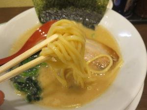 醤油豚骨@醤油豚骨ラーメン きんいろ(東日本橋駅)麺