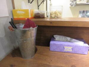 鶏ワンタン醤油らぁ麺@Tori-Dashi Ramen & Bar HINOTORI(新杉田駅)卓上