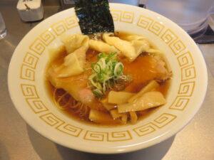 特製ワンタン麺 黒だし@麺や くろえもん(埼玉県坂戸市)ビジュアル