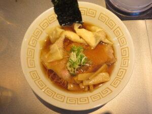 特製ワンタン麺 黒だし@麺や くろえもん(埼玉県坂戸市)ビジュアル:トップ