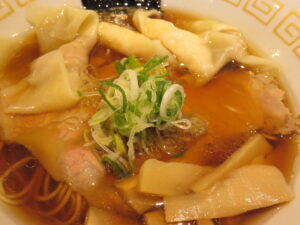 特製ワンタン麺 黒だし@麺や くろえもん(埼玉県坂戸市)具