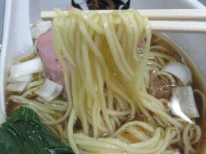 鴨中華そば(醤油)@満鶏軒 本郷三丁目店(本郷三丁目駅)麺
