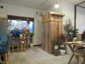 わんたん入り醤油らぁ麺@Ramen FeeL(日向和田駅)名古屋コーチンのマヨネギチャーシューおにぎり:店内