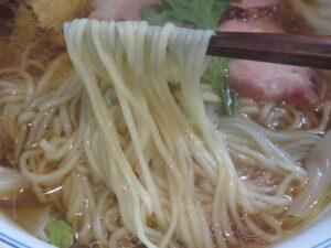 わんたん入り醤油らぁ麺@Ramen FeeL(日向和田駅)麺