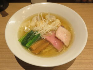 白醤油二種の雲吞麺@支那蕎麦 澤田(新宿御苑前駅)ビジュアル