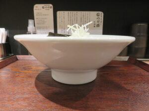 濃厚あご焼き煮干しラーメン@濃厚焼きあご煮干し つけ麺 さか田(国分寺駅)ビジュアル:サイド